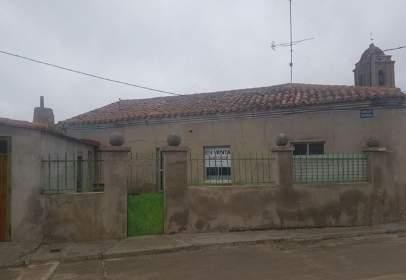 Chalet pareado en calle de la Fuente